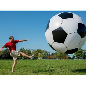 Гигантский футбольный мяч
