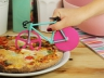 Нож для пиццы Fixie розовый