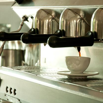 кофейная чашка поцелуй